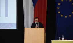 Ministr průmyslu a obchodu Mládek přednášel na EF JU