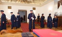 Společný česko-německo-francouzský studijní program má první absolventy