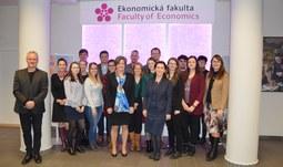 Úspěšní studenti předmětu EU and Global Internet Law and Governance obdrželi certifikát
