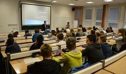 """Veřejná habilitační přednáška na téma """"Role spolupráce obcí v regionální ekonomice."""""""